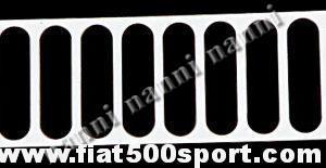 Art. 0005 - Alzacofano Fiat 500 in acciaio cromato a feritoie verticali. - Alzacofano Fiat 500 in acciaio cromato a feritoie verticali. Il cofano motore e' molto stabile quando si apre e si può chiudere con la serratura  originale.
