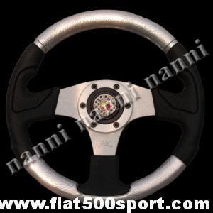 Art. 0055 - Volante Fiat 500 Abarth in pelle color argento, completo di mozzo e pulsante clacson Abarth. - Volante Fiat 500 Abarth in pelle color argento.(specificare se lo si desidera con mozzo per 126). Il diametro esterno è di 320 mm.