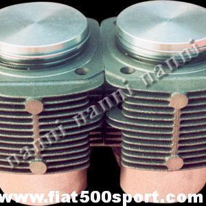 Art. 0319 - Cilindri pistoni  Fiat 126, Panda 30, 650 cc, Ø 77 mm. (pacco alette dei cilindri h.80 mm) - Canne pistoni Fiat 126 Fiat Panda 30, 650 cc, Ø 77 mm. a testa piana.(pacco alette dei cilindri h.80 mm.). I cilindri di ns. produzione non richiedono la guarnizione di testa. I pistoni sono fatti in Germania. Occorre  ordinare anche gli anelli sottocanna in rame ns. art. 0427. Gruppo completo di 2 cilindri e 2 pistoni.