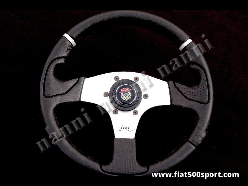Art. 0052 - Volante Fiat 500 Giannini con razze satinate completo di mozzo e pulsante clacson Giannini. - Volante Fiat 500 Giannini con razze satinate.(specificare se lo si desidera con mozzo per 126). Il diametro esterno è di 320 mm.