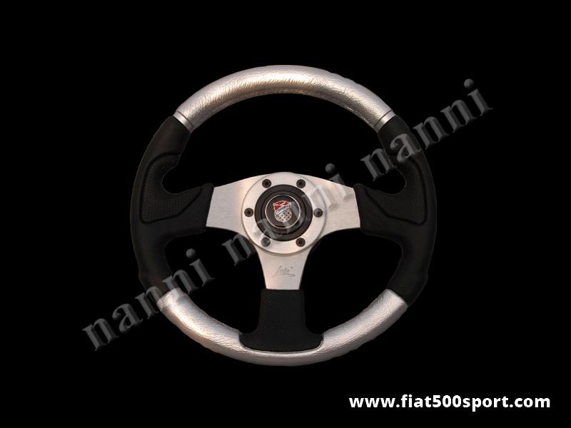 Art. 0056 - Volante Fiat 500 Fiat 126 Giannini in pelle color argento, completo di mozzo e pulsante clacson Giannini. - Volante Fiat 500 Fiat 126 Giannini in pelle color argento.(specificare nelle note se lo si desidera con mozzo per 126). Il diametro esterno è di 320 mm.