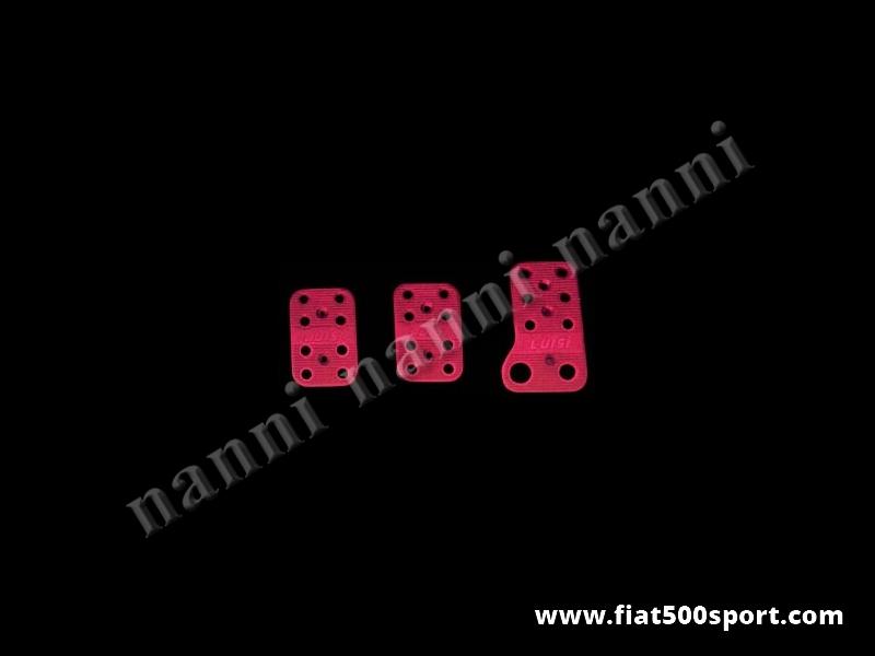 Art. 0086ros - Copripedali Fiat 500 Fiat 126  di colore rosso con gommini antiscivolo. - Copripedali Fiat 500 Fiat 126 di colore rosso con gommini antiscivolo. Kit completo di viti di fissaggio.
