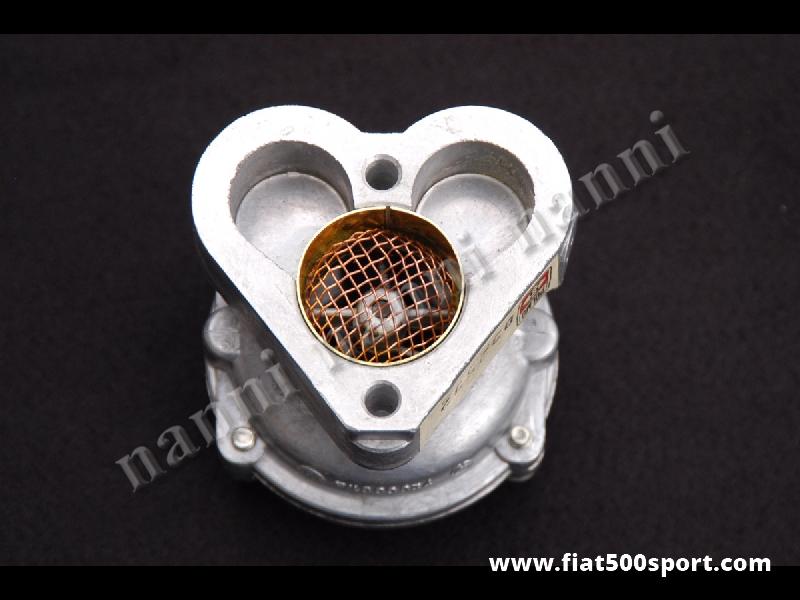 Art. 0130 - Collettore Fiat 500 Fiat 126 di aspirazione potenziato con ventola per carburatori Weber da 28 mm. - Collettore Fiat 500 Fiat 126 di aspirazione originale Polmo-Weber per migliorare e potenziare le prestazioni dei carburatori originali Fiat 500/126. E' dotato di una ventola ad effetto turbo che potenzia il motore e riduce il consumo di carburante. Per vetture Fiat 500 consigliamo di acquistare anche uno spessore abbassa motore art. 0446.