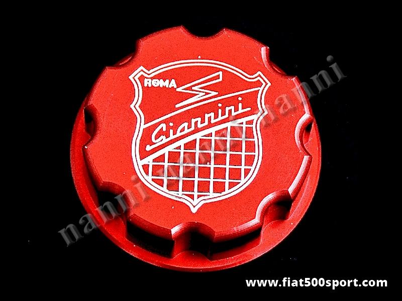 Art. 0141i - Tappo serbatoio benzina Fiat 500 Giannini. - Tappo serbatoio benzina Fiat 500 con stemma Giannini inciso. E' costruito in alluminio di colore rosso satinato.