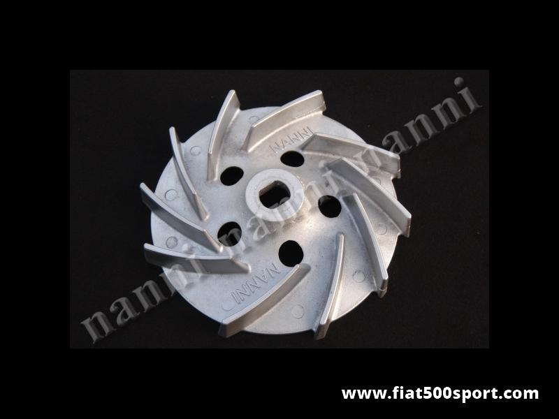 Art. 0208A - Ventola Fiat 126 in alluminio NANNI con pale prolungate e piastrina di fissaggio per motori Fiat 126 con alternatore. - Ventola Fiat 126 in alluminio NANNI con pale prolungate per un elevato raffreddamento del motore. Si può montare solo nei motori 126 con alternatore. È completa di piastrina di fissaggio. Ha una durata illimitata poiché resiste a giri del motore elevatissimi.