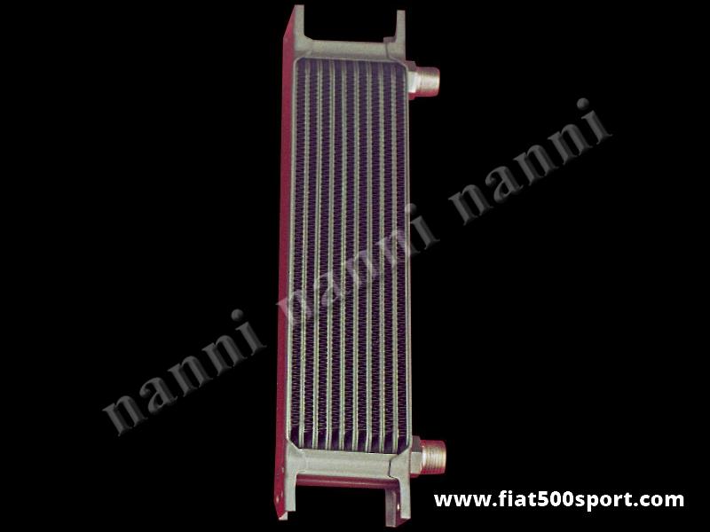 Art. 0217 - Radiatore olio Fiat 500 Fiat 126  in alluminio saldobrasato con 2 RACCORDI CURVI. - Radiatore olio Fiat 500 Fiat 126 in alluminio saldobrasato COMPLETO DI RACCORDI CURVI.  Misure della massa radiante 29X8X5 cm. Ingombro totale 32,5X11,5X5 cm.