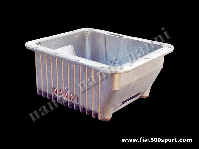 Art. 0270 - Coppa olio Fiat 500 Fiat 126 GIANNINI NANNI in alluminio da 3,5 litri con tunnel centrale per passaggio aria (ottimo raffreddamento anche nei percorsi in citta') - Coppa olio Fiat 500 Fiat 126 GIANNINI-NANNI in alluminio da 3,5 litri con tunnel centrale per passaggio aria (ottimo raffreddamento anche nei percorsi in città') Le nostre coppe olio sono tutte impregnate con Loctite per garantire una impermeabilità al 100%.