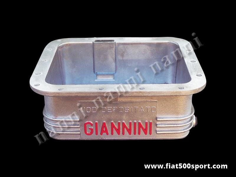 Art. 0274 - Coppa olio Giannini Fiat 500 Fiat 126 in alluminio da 3,5 litri - Coppa olio Giannini Fiat 500 Fiat 126 in alluminio da 3,5 litri. E' predisposta per il montaggio del bulbo della temperatura dell' olio. Le nostre coppe olio sono tutte impregnate con Loctite per garantire una impermeabilità al 100%.