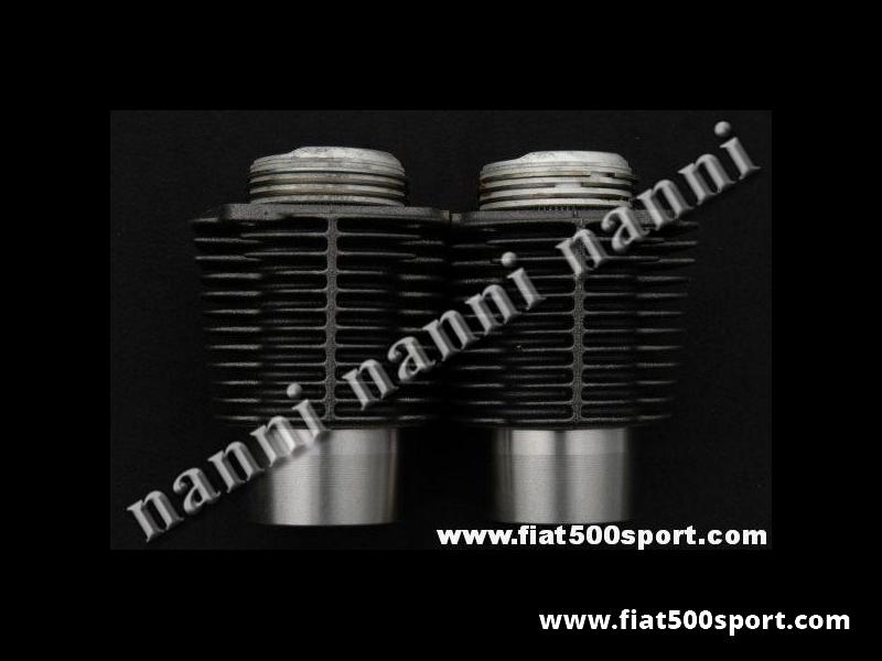 Art. 0317D - Cilindri e pistoni Fiat 500 D F L  Fiat Giardiniera ,ASSO diam. 67,4 con deflettore. (Cilindrata originale Fiat 499 cc.) per 500 D/F/L. - Canne e pistoni Fiat 500 D F L e Giardiniera, Asso con cilindrata originale Fiat 499 cc. alesaggio 67,4 mm. hanno il deflettore sulla testa per aumentare il rapporto di compressione. I nostri cilindri non richiedono la guarnizione di testa, occorre però inserire al di sotto i nostri anelli art. 0426. Gruppo completo di 2 cilindri e 2 pistoni.