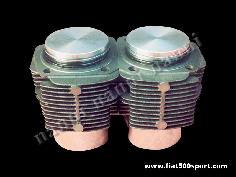 Art. 0321 - Cilindri pistoni Fiat 500 R Fiat 126, 595 cc, Ø 73,5 mm. e cilindri h. 80 mm - Canne pistoni Fiat 500 R Fiat 126, 595 cc,  Ø 73,5 mm e cilindri h. 80 mm per  monoblocco Fiat 500 R e Fiat 126 prima serie. I cilindri di ns. produzione non richiedono la guarnizione di testa. I pistoni sono originali Fiat. Occorre ordinare gli anelli sottocanna in rame ns. art. 0427. Kit completo di 2 cilindri e 2 pistoni.
