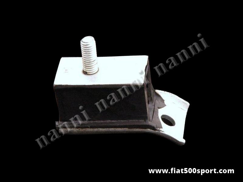 Art. 0452C - Tassello Fiat 500 Fiat 126 sostegno cambio (anteriore motore). - Tassello Fiat 500 Fiat 126 sostegno cambio (anteriore motore ) in gomma e acciaio .Per una vettura occorrono 2 pezzi.
