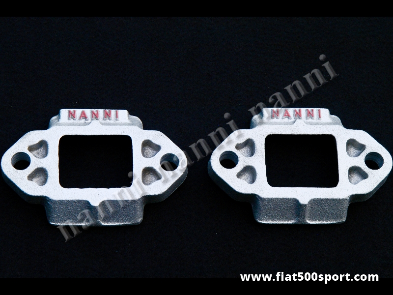 Art. 0459 - Distanziali Fiat 500 Fiat 126 per abbassare la vettura nella parte anteriore.(2 pezzi) - Distanziali Fiat 500 Fiat 126 per abbassare la vettura di 15 mm. nella parte anteriore senza fare alcuna modifica. E' l'alloggiamento dei gommini che fermano la balestra nella parte superiore. Venduto in coppia.