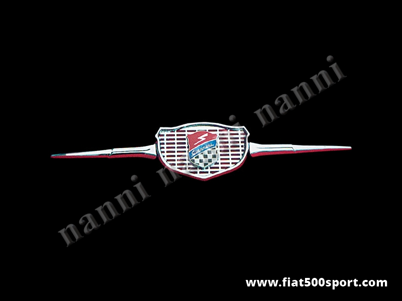 Art. 0502 - Mascherina Fiat 500 Fiat 126 Giannini originale con stemma e baffi laterali (in alluminio cromato) - Mascherina Fiat 500 Fiat 126 anteriore originale Giannini con stemma e baffi laterali (in alluminio cromato). Kit completo.