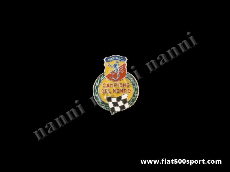 """Art. 0515 - Stemma Fiat 500 Abarth """"campione del mondo""""smaltato per parafanghi posteriori - Stemma Fiat 500 Abarth """"campione del mondo"""" in metallo smaltato a fuoco per parafanghi posteriori, con schermo protettivo."""