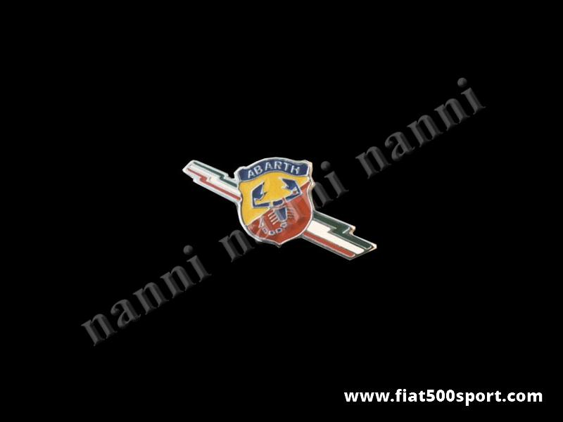 """Art. 0516 - Stemma Fiat 500  Abarth """"lampo tricolore""""smaltato per parafanghi posteriori - Stemma Fiat 500 Abarth """"lampo tricolore"""" in metallo smaltato a fuoco per parafanghi posteriori, con schermo protettivo."""