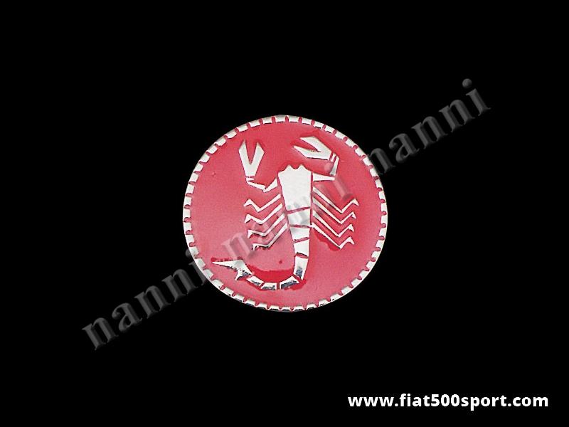 Art. 0517 - Stemma Fiat 500 Abarth per ruote Ø 54 mm. rosso in metallo smaltato a fuoco. - Stemma Fiat 500 Abarth in metallo per ruote Ø 54 mm. con fondo rosso smaltato a fuoco.
