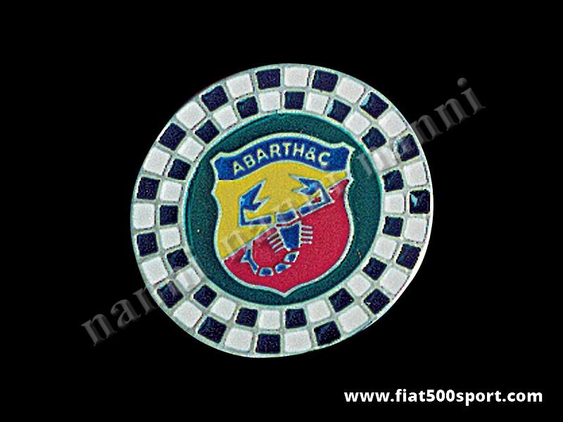Art. 0520 - Stemma Fiat 500  Abarth con scacchi, rotondoØ 60,5 mm. In metallo smaltato a fuoco. - Stemma Fiat 500 Abarth con scacchi, rotondo Ø 60,5 mm in metallo smaltato, con schermo protettivo.