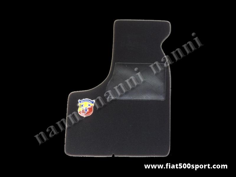 Art. 0530nero - Tappetini Fiat 500 Fiat 126  Abarth in moquette anteriori e posteriori di colore nero (con 2 stemmi Abarth) - Tappetini Fiat 500 Fiat 126 Abarth in moquette anteriori e posteriori di colore nero (con 2 stemmi Abarth). Kit completo.