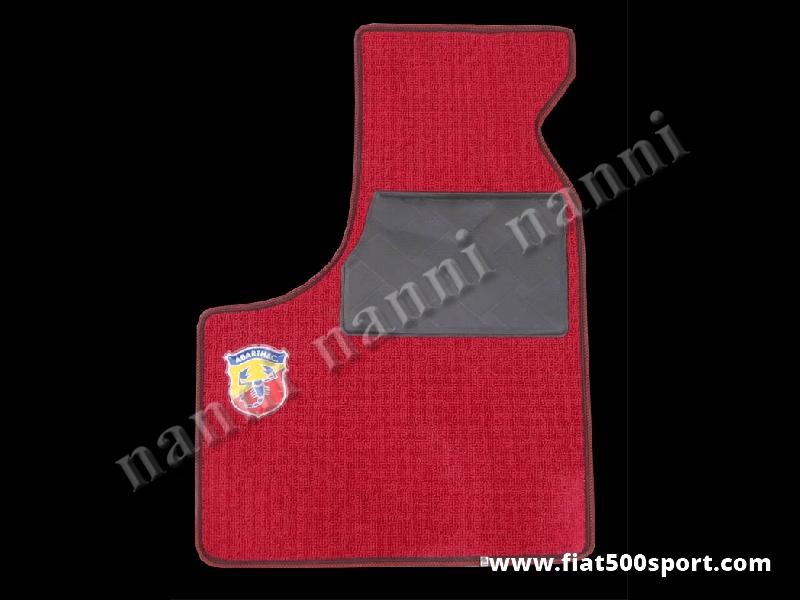 Art. 0530red - Tappetini Fiat 500 Fiat 126 Abarth in moquette,anteriori e posteriori di colore rosso (con 2 stemmi Abarth) - Serie tappetini Fiat 500 Fiat 126 Abarth in moquette anteriori e posteriori di colore rosso (con 2 stemmi Abarth). Kit completo.
