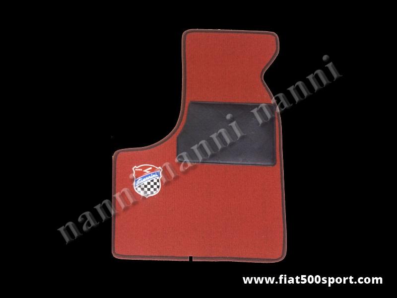 Art. 0532red - Tappetini Fiat 500 Fiat 126 Giannini in moquette, anteriori e posteriori di colore rosso (con 2 stemmi Giannini). - Tappetini Fiat 500 Fiat 126 Giannini in moquette,anteriori e posteriori di colore rosso (con 2 stemmi Giannini).kit completo.