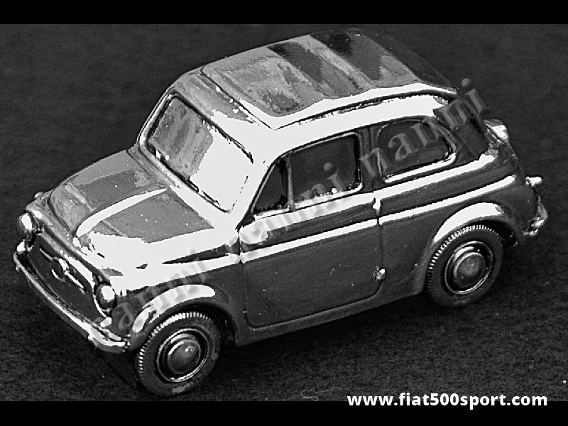 Art. 0621C - Modello Fiat 500 in metallo silver plate misura media 6,7 cm. - Modellino Fiat 500 in metallo silver plate misura media 6,7 cm.
