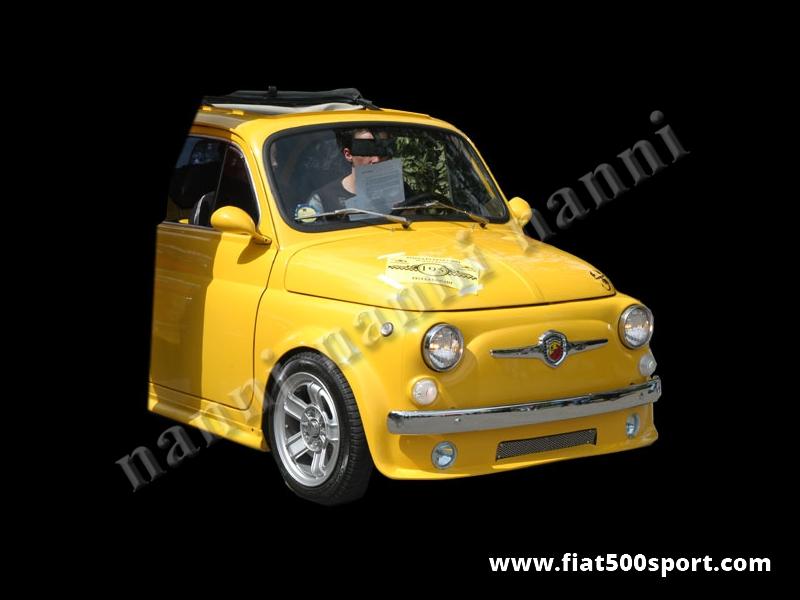 Art. 0850 - Spoiler Fiat 500 anteriore NANNI con predisposizione fari e radiatore dell'olio - Spoiler anteriore Fiat 500 NANNI con predisposizione fari e radiatore dell'olio. Si può fissare con rivetti all'altezza desiderata e si può verniciare in qualsiasi colore. Si possono montare fari antinebbia originali Fiat Lancia.