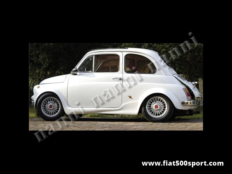 Art. 0860L - Minigonne  Fiat 500 NANNI per parafanghi larghi. - Serie minigonne Fiat 500 NANNI da applicare con i parafanghi larghi. Diamo in dotazione un angolare per il fissaggio a lato delle porte. Sono verniciabili in qualsiasi colore. Kit di 2 pezzi destro e sinistro.